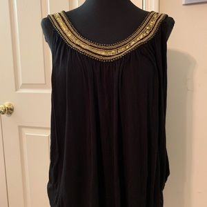 Swing top with beaded bib neck